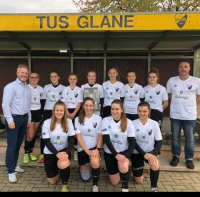B-Juniorinnen mit neuen Trainings-Shirts dank Guido Gartmann